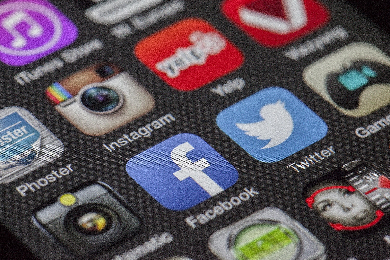 condividi sui social